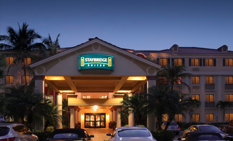 dog friendly hotels naples fl
